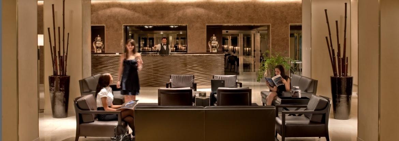 La Hall dell'Hotel Regina Margherita di Cagliari